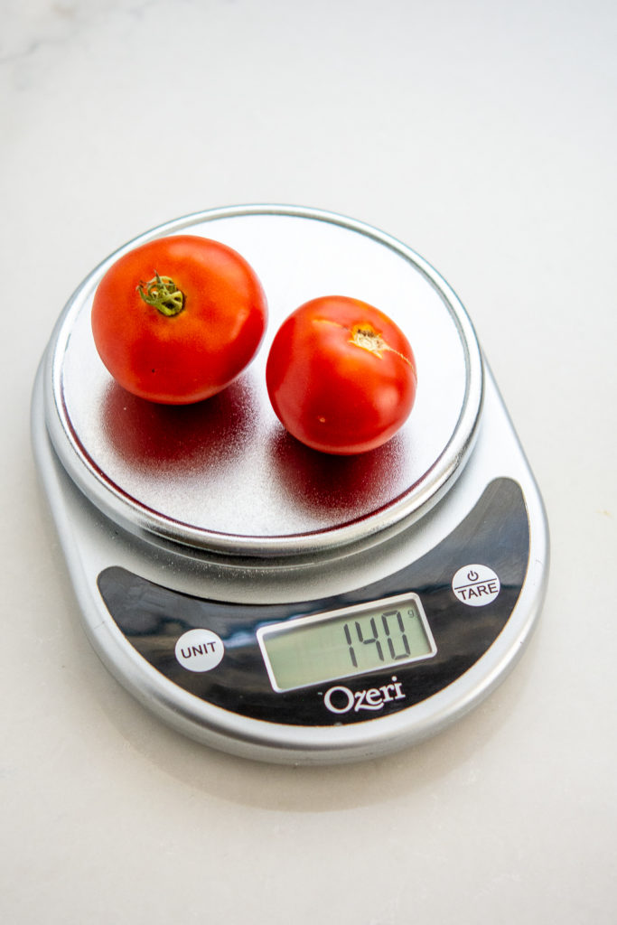 digital scale photo with tomatoes